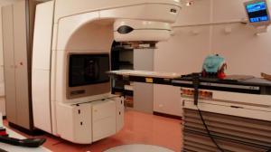 un appareil de radiothérapie à l'hôpital Jean Monnet d'Epinal (MAXPPP)