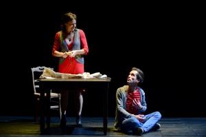 """Saison 2014-15  Theatre de Sartrouville  """" la Pluie d' été"""" de Marguerite Duras Mise en scène Sylvain Maurice"""