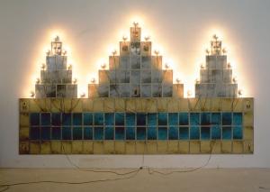 """Co MACVAL. Christian Boltanski, """"Monument""""."""