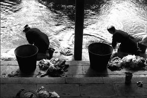Les lavandières. Bretagne, 1954